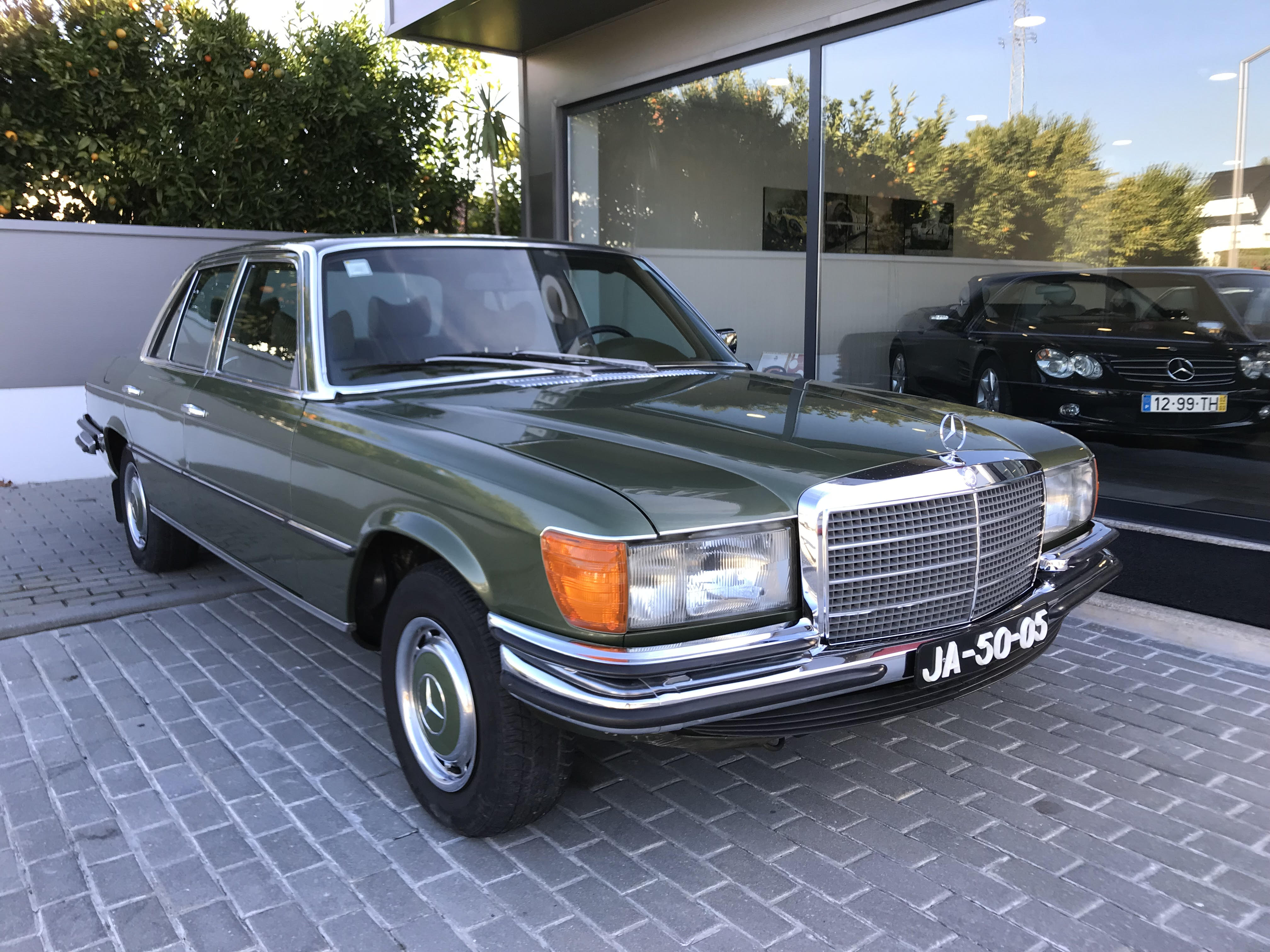 Mercedes benz 280 se felcar for Mercedes benz employee salary